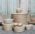 Basket w/lid Beige small w/handles