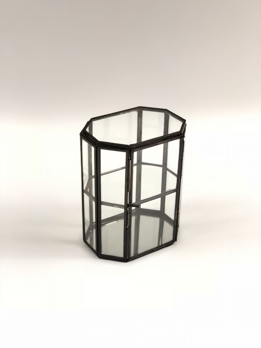 glass box with black metal 2tier br 13 x 95 hg 164cm