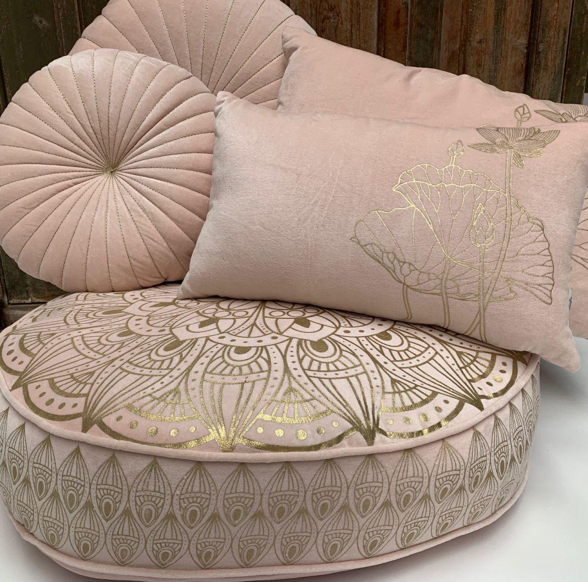 kussen fluweel pastel roze rechthk 50x30cm print lotus goud