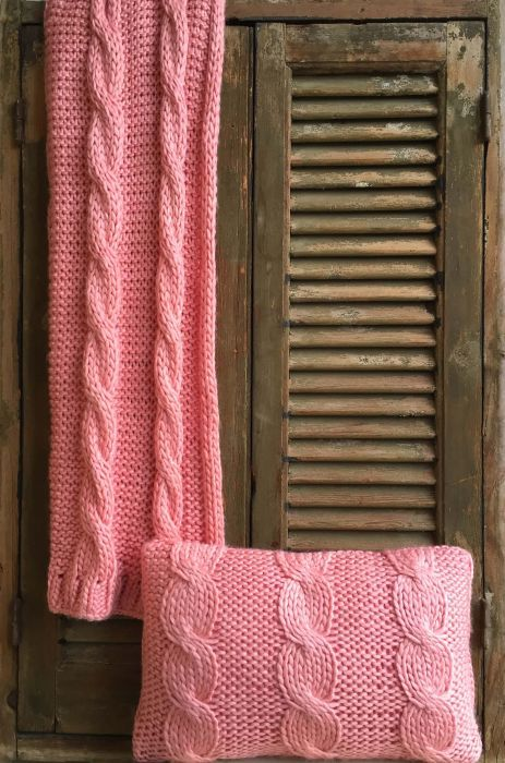 throw coral knitted cables 130x170cm